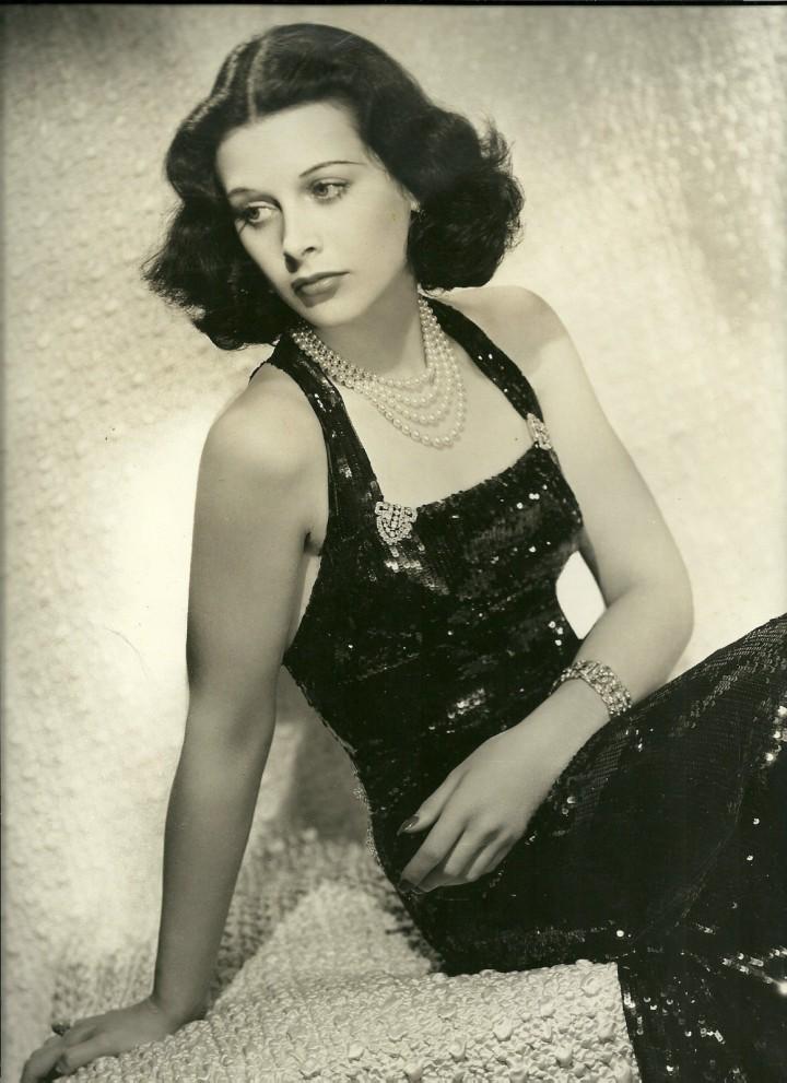 Hedy Lamarr, elegancia, glamour y genialidad.