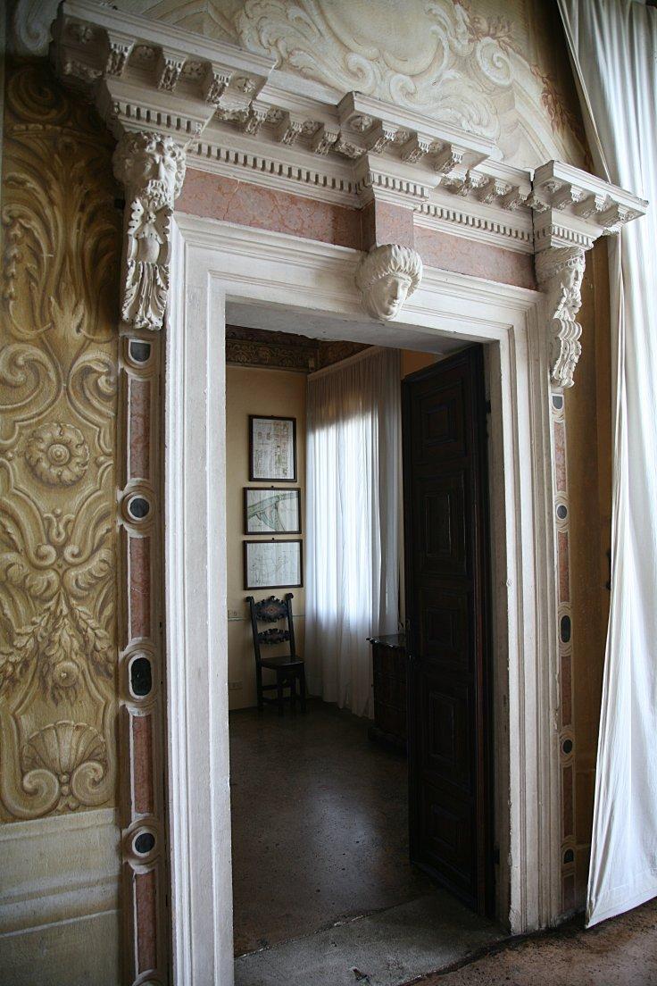 Puerta en La Rotonda de Andrea Palladio