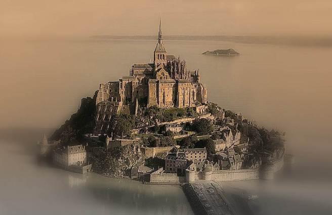 Visita de 360º a Le Mont St. Michel. (Haz clic en la imagen o aquí).