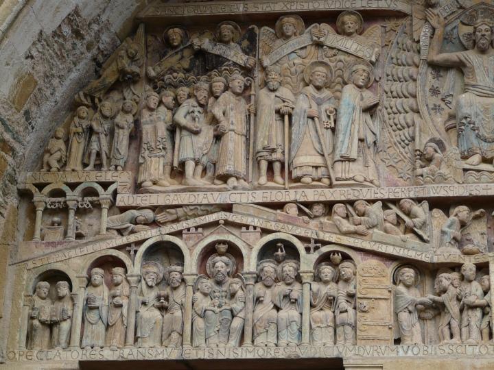 Detalle de la parte izquierda del Tímpano de Santa Fe de Conques.