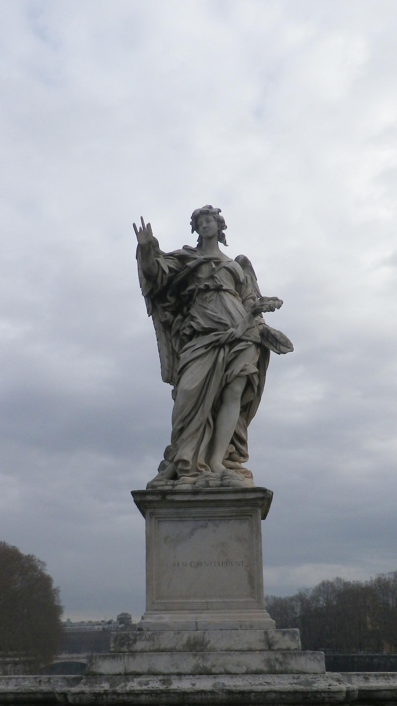 """Ángel con los clavos (Girolamo Lucenti, inscripción """"Aspicient ad me quem confixerunt"""")."""