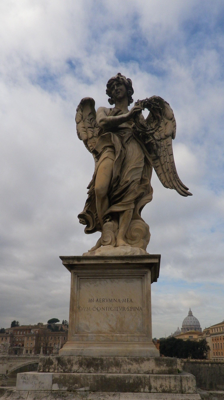 Ángel con la Corona de Espinas (Bernini) y San Pablo, hoy en la iglesia de Sant'Andrea delle Fratte.