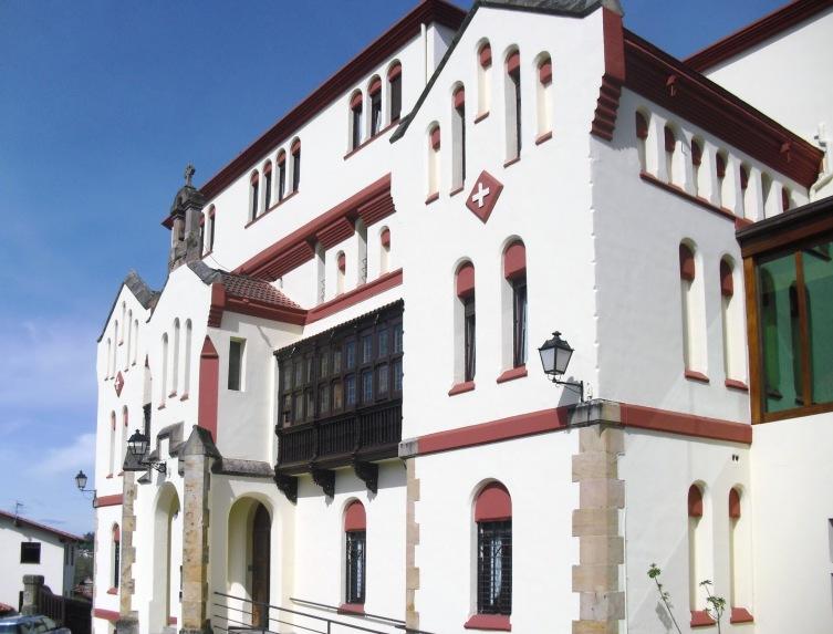 Hospital (1885-1888) (Asilo), Cristóbal Cascante junto a Lluís Domènech i Montaner.
