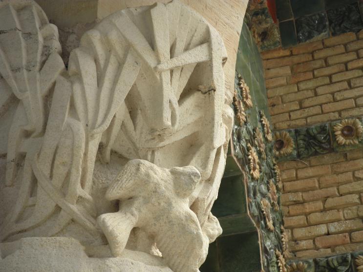 Exteriores (4). Detalle de uno de los capiteles.