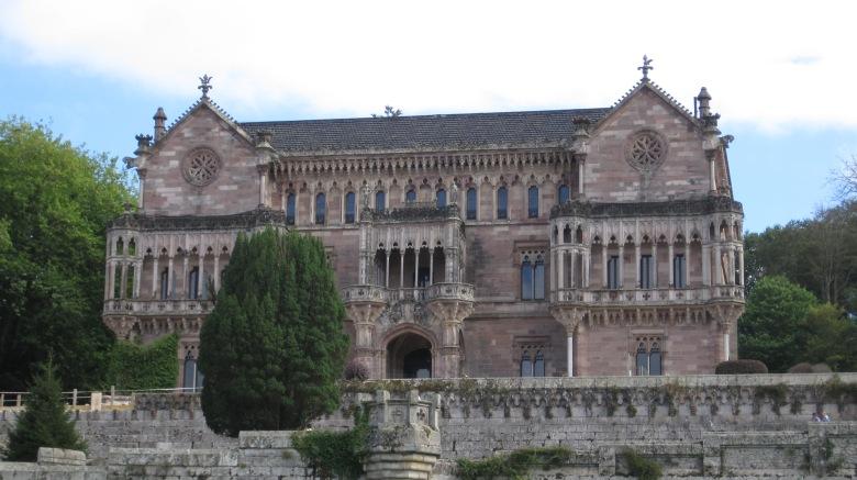 Palacio de Sobrellano; Arquitecto: Joan Martorell (Maestro de Gaudí). (1878-1889)
