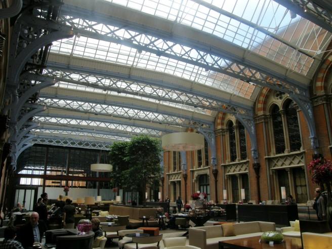 Atrium_of_St._Pancras_Hotel