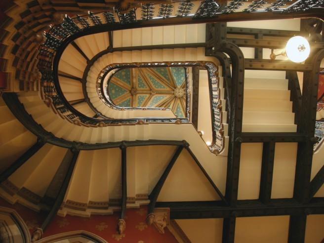Gilbert_Scott's_staircase_inside_the_St._Pancras_Hotel