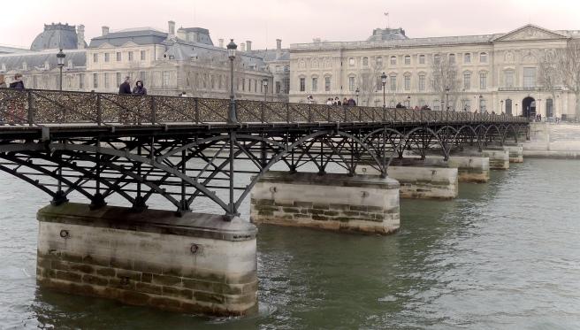 P1160677_Paris_Ier_et_VI_pont_des_Arts_Louvre_rwk
