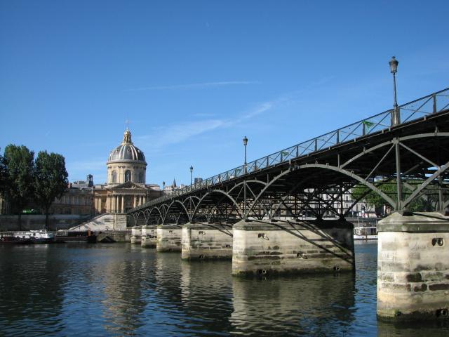 Pont_des_Arts_vue_depuis_le_quai_rive_droite