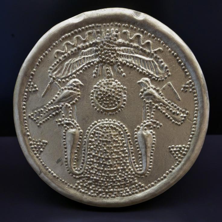 Medallón_de_Trayamar,_Necrópolis_de_Trayamar_(Algarrobo,_Málaga)