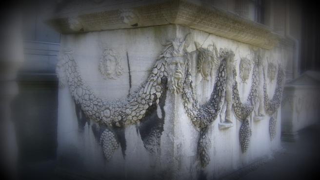 Istanbul_-_Museo_archeol._-_Sarcofago,_esposto_all'esterno_-_Foto_G._Dall'Orto_28-5-2006_02a